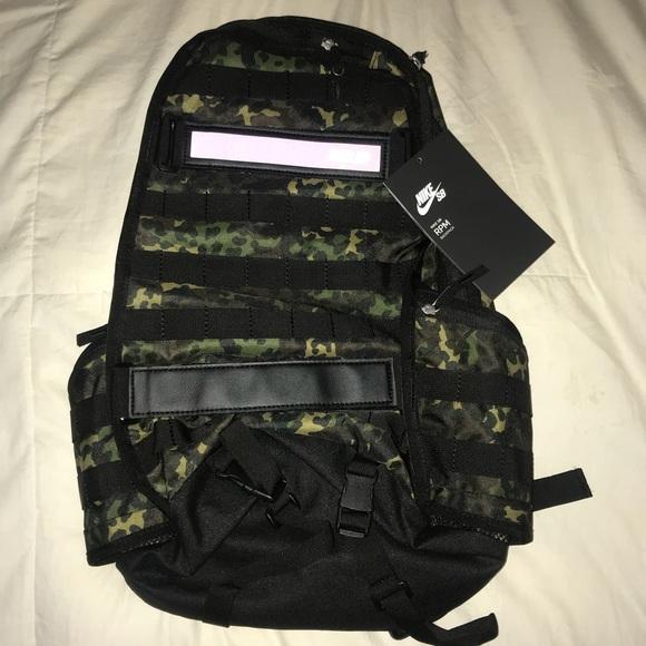 Moral en un día festivo Firmar  Nike Bags   Sb Iguana Camo Backpack   Poshmark
